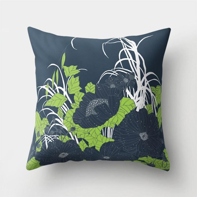 Подушка декоративная Темные цветы