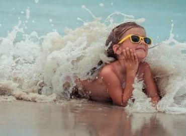Что же взять обязательно с собой на море? Что точно понадобится детям на отдыхе?